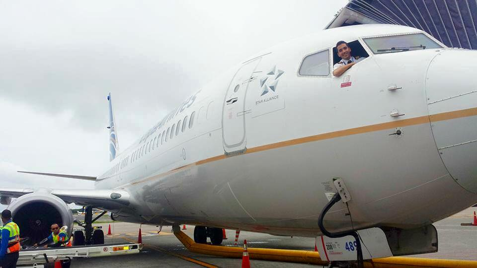 Al mando de un Boeing 737: conoce al piloto dominicano Javier Caro Mateo