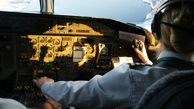 ¿Cuál es la función del co-piloto o primer oficial?
