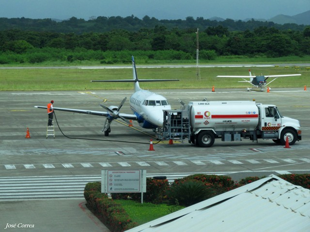 ¿Cómo calculan las líneas aéreas el combustible en un plan de vuelo?
