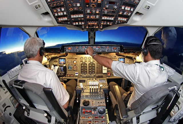 ¿Qué labores realizan los pilotos durante un vuelo de larga duración?