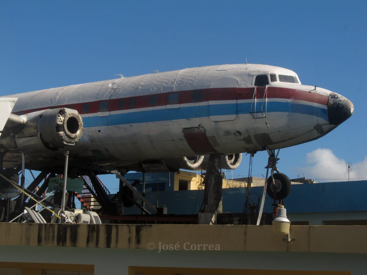 Así se encuentra este DC-6 de la extinta Dominicana de Aviación